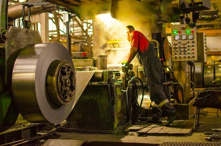 Процес холодного прокату металу в потрібну товщину